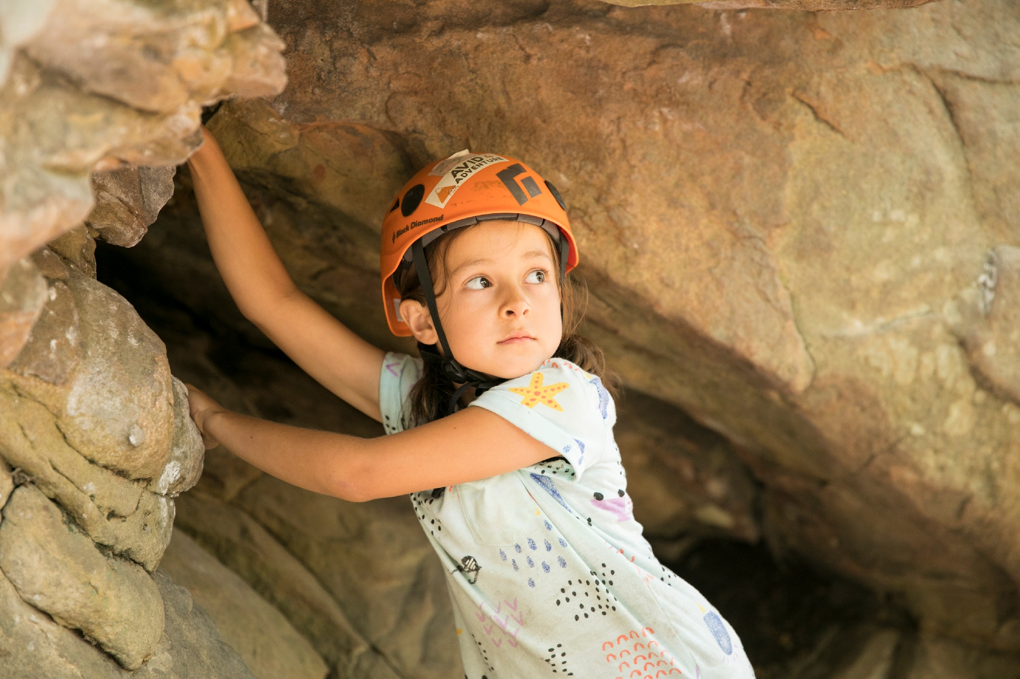child-rock-climbing- confidence